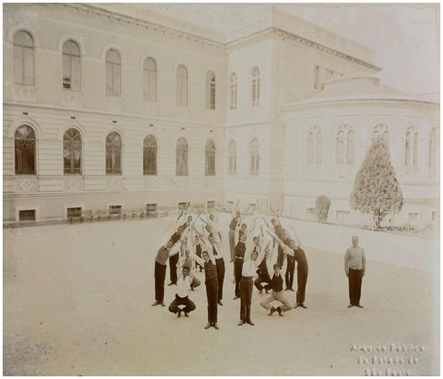 foto de 1908 APESP; oprofessor Baragiola.