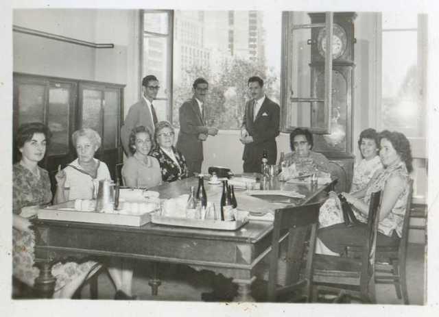 Dona Minervina, à cabeceira da mesa.